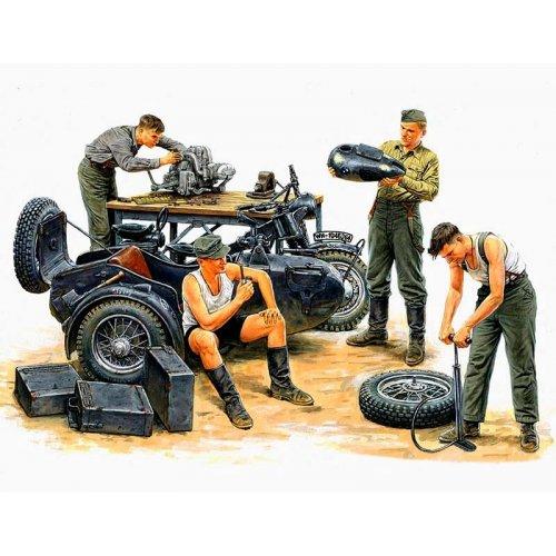 1:35 German Motorcycle Repair Crew  - 4 figures 1:35