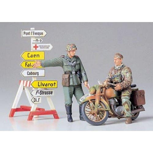 1:35 German Motorcycle Orderly - 2 figures 1:35